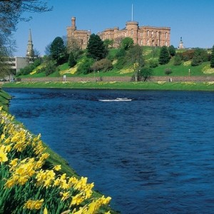 Highland Rail Voyager inverness&daffodils_es_4399_visitscotlandscottishviewpoint