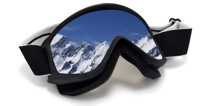 mountain-goggles-on-white